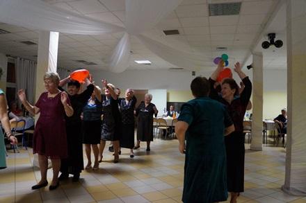 Oglądasz obraz z artykułu: Seniorzy z Rymania na balu w Gościnie (fotoreportaż)