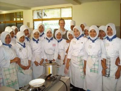 Nauka gotowania w szkole.