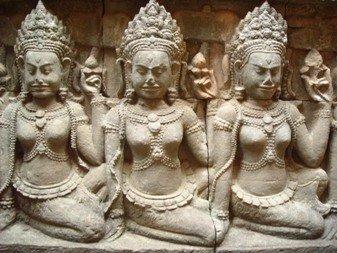 Kambodża,figury w świątynii