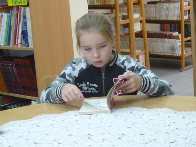 Oglądasz obraz z artykułu: Uczniowie ze Starnina w Bibliotece Gminnej